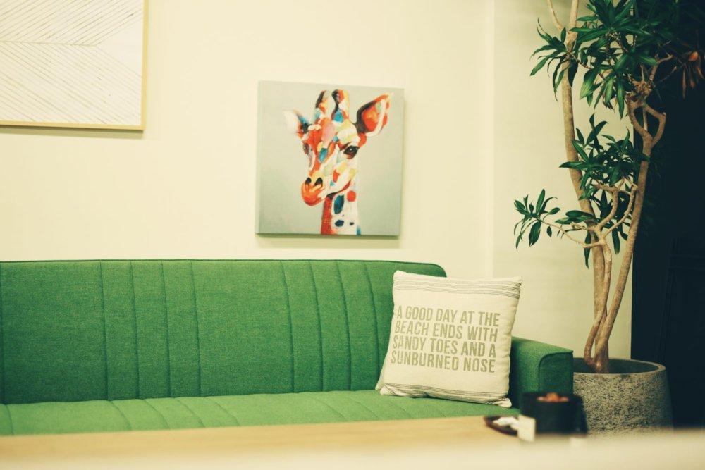 YKDはソファの周りにみんなが集まって行われます